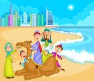 在骆驼乘驾的回教家庭骑马 库存照片