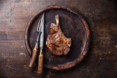 在骨头和雕刻集合的Ribeye牛排 库存图片