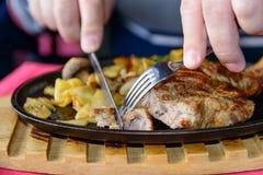 在骨头的猪肉牛排 免版税图库摄影