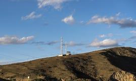 在高倾斜的通信基地 图库摄影