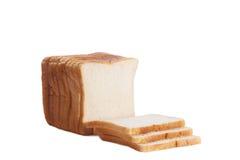 在高关键背景隔绝的切的白色大面包 免版税库存照片