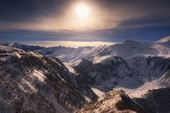 在高加索山脉的冬天日落 库存图片