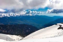 在高加索山脉的滑雪胜地,罗莎峰顶,索契,俄罗斯 库存照片