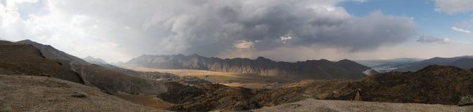 在高加索的山的全景日落 北高加索,俄罗斯 库存图片