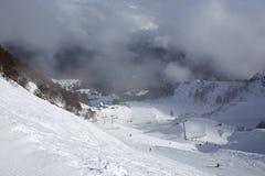 在高加索倾斜的山skitrack  库存照片