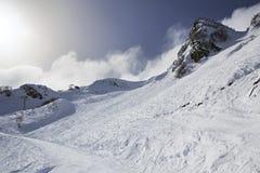 在高加索倾斜的山skitrack  免版税库存图片