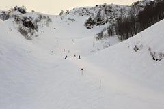 在高加索倾斜的山skitrack  免版税库存照片