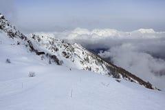 在高加索倾斜的山skitrack  库存图片
