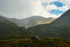 在高加索山脉的雨 库存图片
