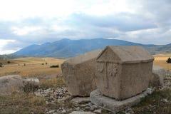 在高原Dugo Polje的墓碑 免版税库存图片