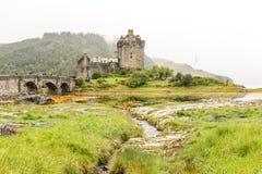 在高地山的爱莲・朵娜城堡在苏格兰 图库摄影