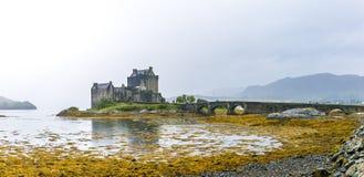 在高地山的爱莲・朵娜城堡在苏格兰 免版税库存照片