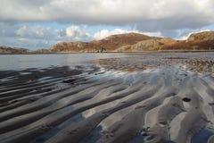 在高地海滩的沙子波纹 免版税库存图片