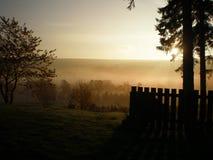 在高地的有薄雾的早晨 库存照片