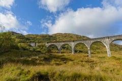 在高地,秋天季节的苏格兰的Glenfinnan高架桥 库存图片
