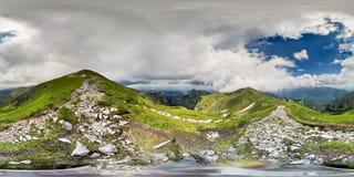 在高处的山行迹 免版税图库摄影