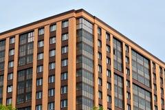 在高尔基Streett的新的多层的大厦 加里宁格勒,俄国 库存照片