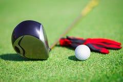 在高尔夫俱乐部的高尔夫球 图库摄影