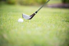 在高尔夫球场的一家俱乐部 射击从航路 库存图片