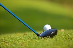 在高尔夫球场的一家高尔夫俱乐部 图库摄影