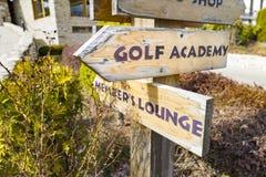 在高尔夫球场的标志 库存照片