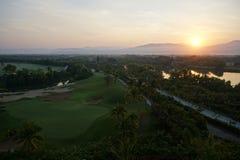 在高尔夫球阵营的日落 免版税库存图片