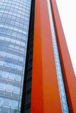 在高层办公室和公寓buildin的现代派建筑学 库存照片