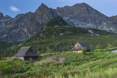 在高山的山风雨棚 免版税库存图片
