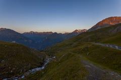 在高山路-奥地利,欧洲的日出 免版税库存图片
