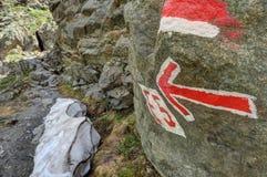 在高山Piztal谷的供徒步旅行的小道 图库摄影