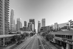 在高峰时间,街市洛杉矶地平线 免版税库存图片