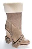 在高平台脚底的妇女的米黄绒面革起动 免版税图库摄影