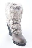 在高平台脚底的妇女的鞋子与毛皮整理 免版税库存图片