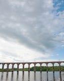 在高架桥的云彩 免版税库存照片
