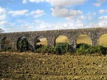 在高架桥附近的civitavecchia 免版税库存照片