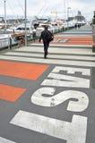 在高架桥水池的人行道,奥克兰,新西兰 免版税库存照片