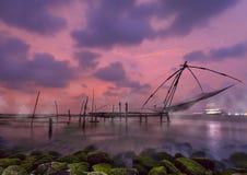 在高知,喀拉拉,印度的中国捕鱼网 库存照片