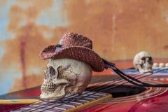 在高级吉他弹奏者的头骨盖帽 库存图片
