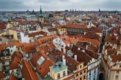 在高观点的布拉格屋顶 免版税库存照片