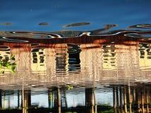 在高跷的木小屋在Inle湖中水域反射了  免版税库存照片