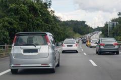 在高速公路中间的交通堵塞 库存照片