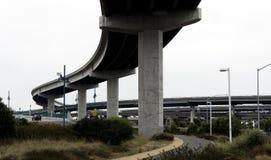 在高速公路互换下的荒原 库存图片