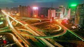 在高速公路交叉点的地平线和交通足迹 影视素材
