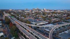 在高速公路和街市城市地平线威明顿特拉华的静态射击 影视素材