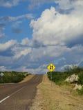 在高速公路标志上下 库存照片