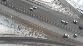 在高速公路的一张鸟瞰图 汽车堵塞公路交通 影视素材