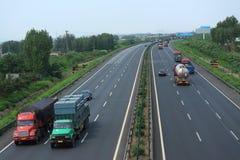 在高速公路的交通从沈阳向北京 免版税图库摄影