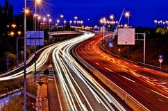 在高速公路的夜 免版税图库摄影