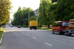 在高速公路的快行车在街道 免版税图库摄影