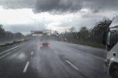 在高速公路的恶劣天气 图库摄影